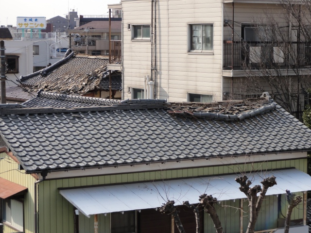 001_broken roof tiles